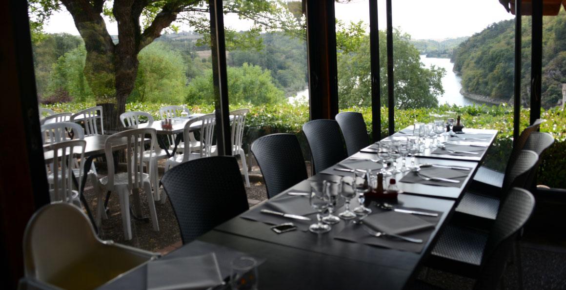 restaurant-chateau-roche-loire-4.jpg