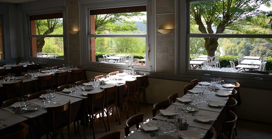 restaurant-chateau-roche-loire-2.jpg
