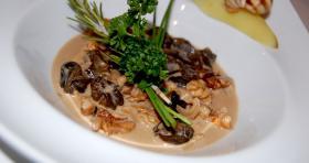 Cassolette d'escargots, crème de noix